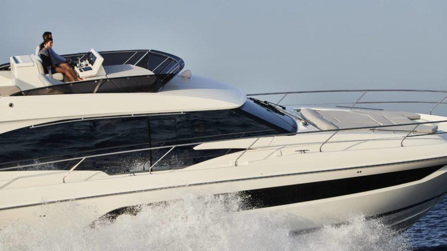 Prestige Yacht 590